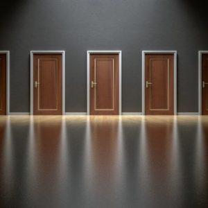 Na barvě dveří záleží! Jakou zvolit, aby bydlení dodaly na kráse?