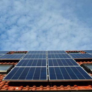 Pravidelná údržba solárních panelů zajistí jejich stálou výkonnost