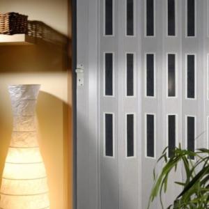 Shrnovací dveře jsou nejen atraktivní, ale i praktické